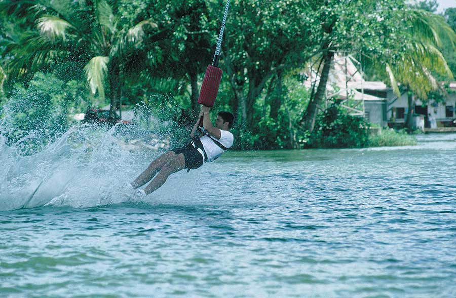 Rio Dulce Wet Dip - Bungee - Maya Expeditions