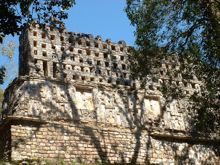 Temple 33 - Yaxchilan _ Maya Expeditions