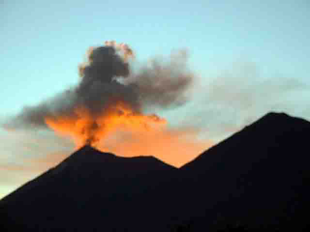 Volcano at Sunset - Nature Reserves - Maya Expeditions