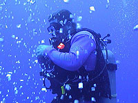 Scuba Diver and his bubbles - photo by Pepe Scuba - Maya Expeditions