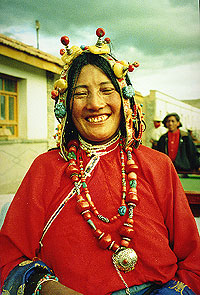 Yushu Lady - China - Yangtze River - Tibet photo by Irene Arriaza - Maya Expeditions